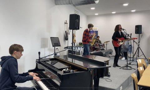 Muzieklokaal spelend
